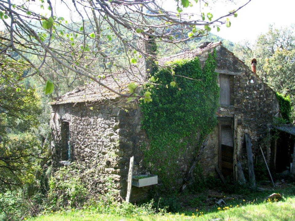 Petite maison en pierre