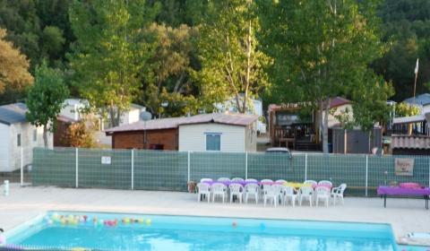 Une piscine est à votre disposition. Camping